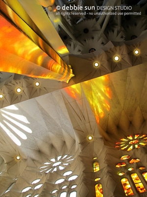 sagrada_familia_stainglass_light